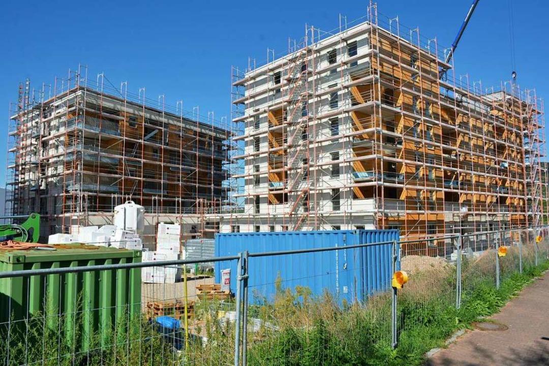 Der Wohnkomplex der Städtischen Wohnba...r, teils im Sommer 2021 fertig werden.  | Foto: Hannes Lauber