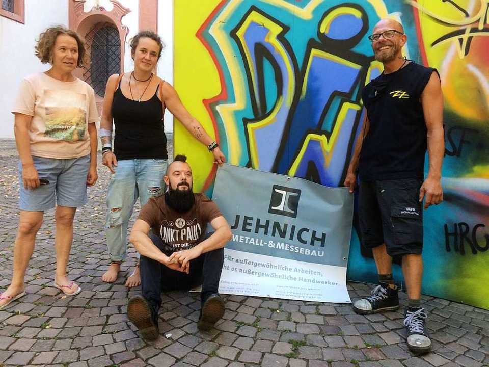 Sebastian Dessecker (rechts) hat eine ...nd Gudrun Zimmermann (links) zu sehen.  | Foto: Annemarie Rösch