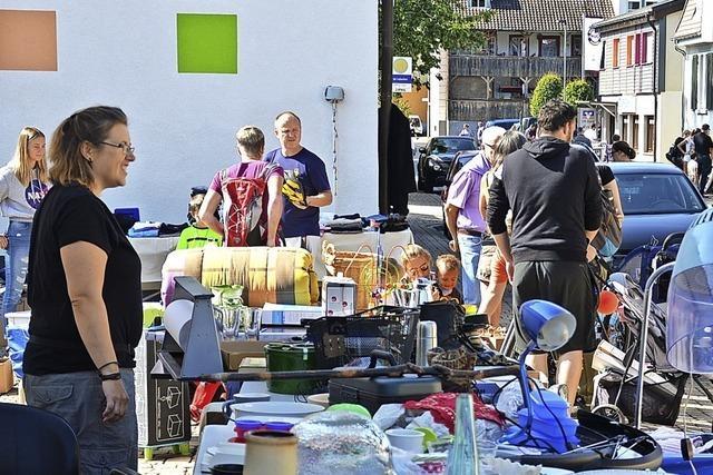 Dorfflohmarkt Hausen am Samstag mit einem Teilnehmerrekord von 100 Ständen