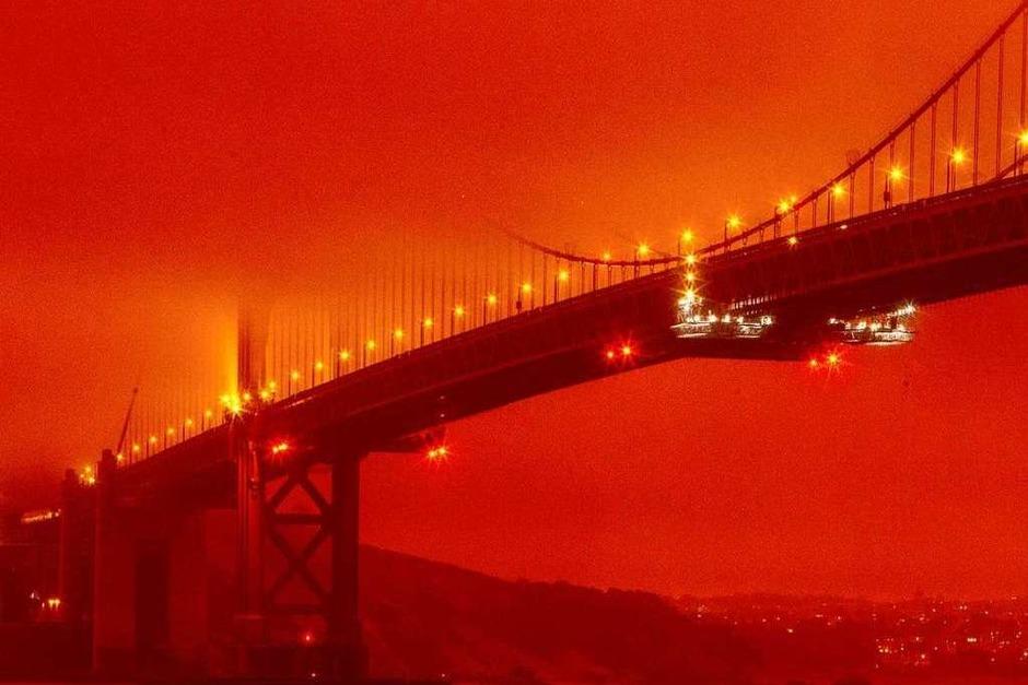 Die Golden Gate Bridge in San Francisco umhüllt von Rauch (Foto: Frederic Larson (dpa))