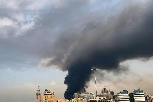 Großes Feuer lodert wieder im Hafen von Beirut
