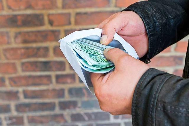 Umschlag mit Papier statt Million – Mann gesteht filmreifen Diebstahl