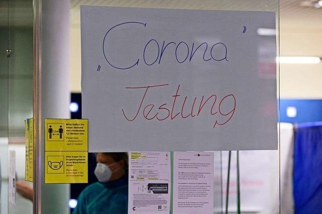 Junge Reiserückkehrer treiben im Kreis Emmendingen die Corona-Infektionen