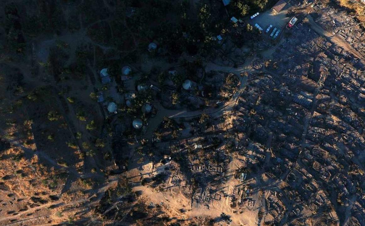 Das Lager ist völlig zerstört.  | Foto: Panagiotis Balaskas (dpa)