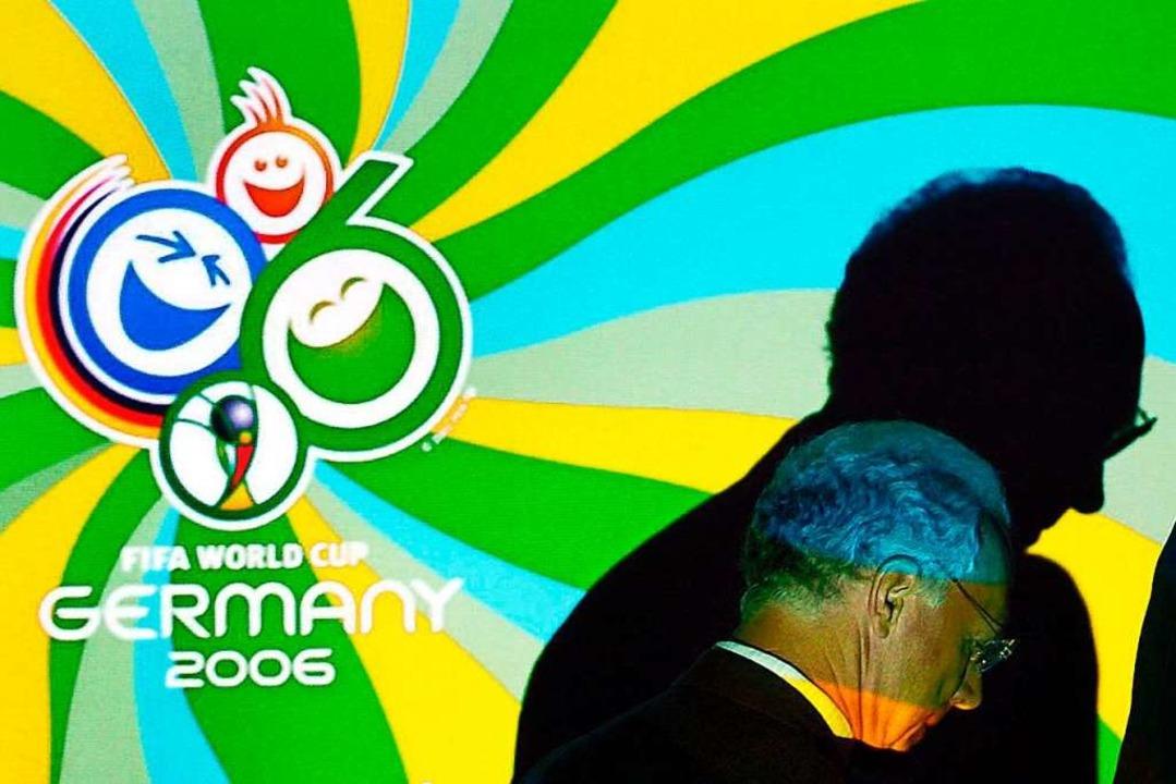 Wie lief die Vergabe der WM 2006 genau ab?    Foto: Bernd Weissbrod (dpa)
