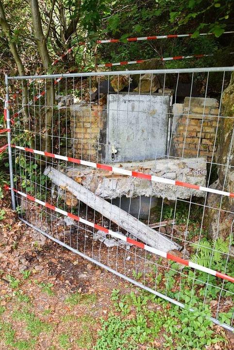 Der von den Einbrechern zerstörte Eingang des Wilhelmsstollens in Münstertal  | Foto: Max Schuler