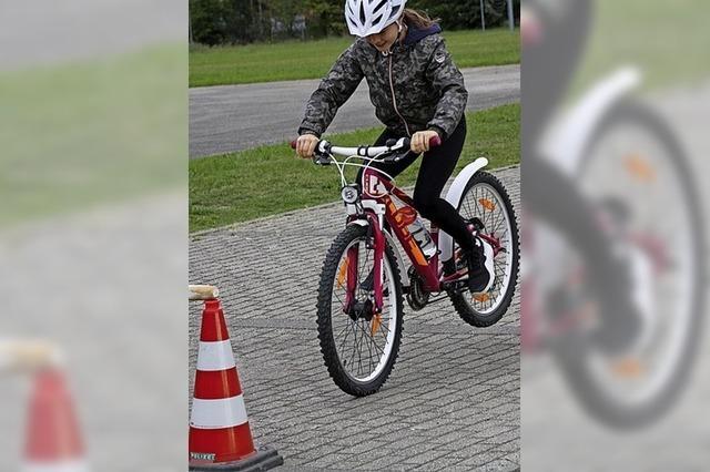 Kinder lernen den sicheren Umgang mit dem Fahrrad