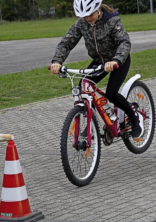 Kinder trainieren richtiges Bremsen    Foto: Christiane Franz