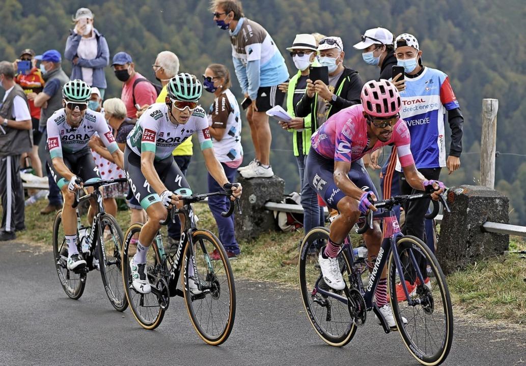 Diese Reihenfolge hatte auch im Ziel B...nnard Kämna und Maximilian Schachmann     Foto: KENZO TRIBOUILLARD (AFP)