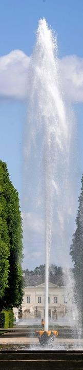 Wasser marsch: Fontäne in den Herrenhäuser Gärten  | Foto: Julian Stratenschulte (dpa)