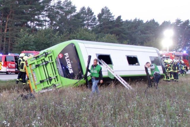 Fernbus in Mecklenburg-Vorpommern umgekippt – 31 Verletzte