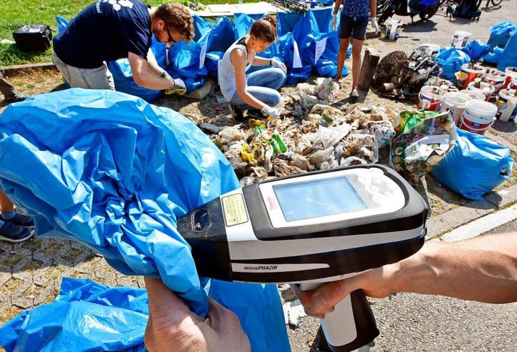 Die Daten der Freiburger Müllsammler erhält das Umweltbundesamt.  | Foto: Michael Bamberger