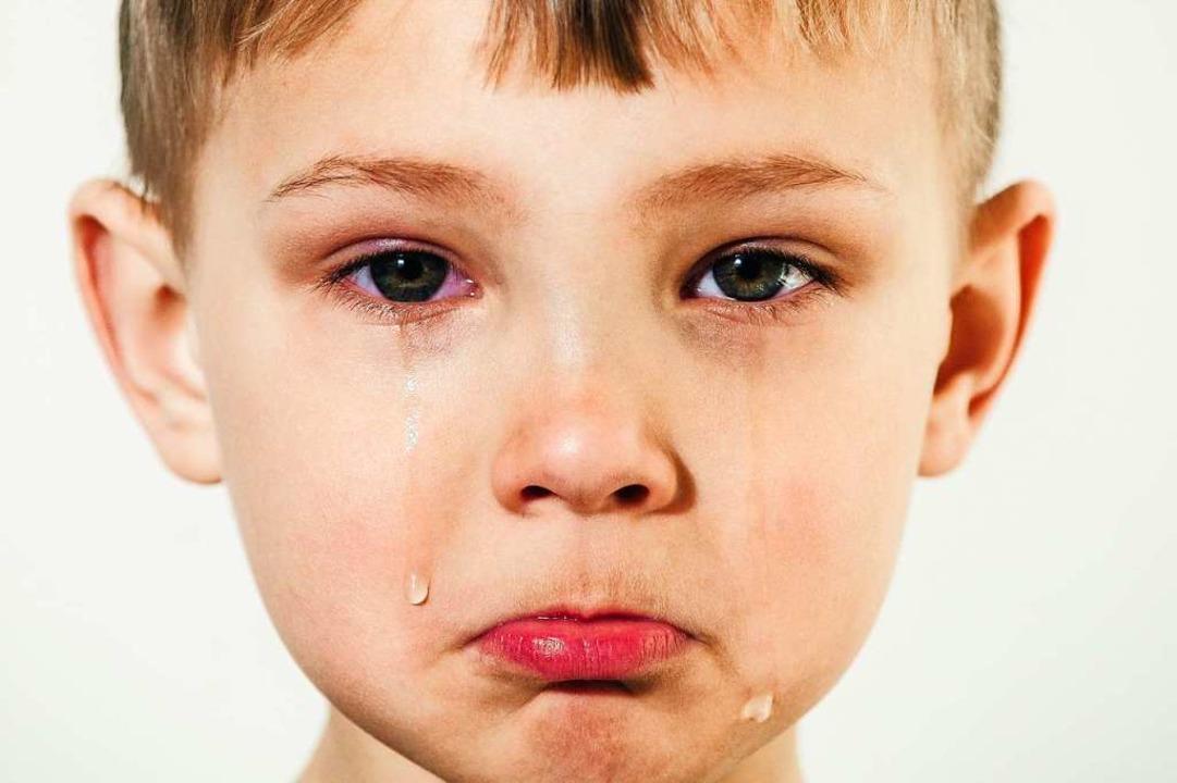 Kinder weinen noch oft aus Schmerz, äl...ll: Es löst bei anderen Mitgefühl aus.  | Foto: Marina  (stock.adobe.com)