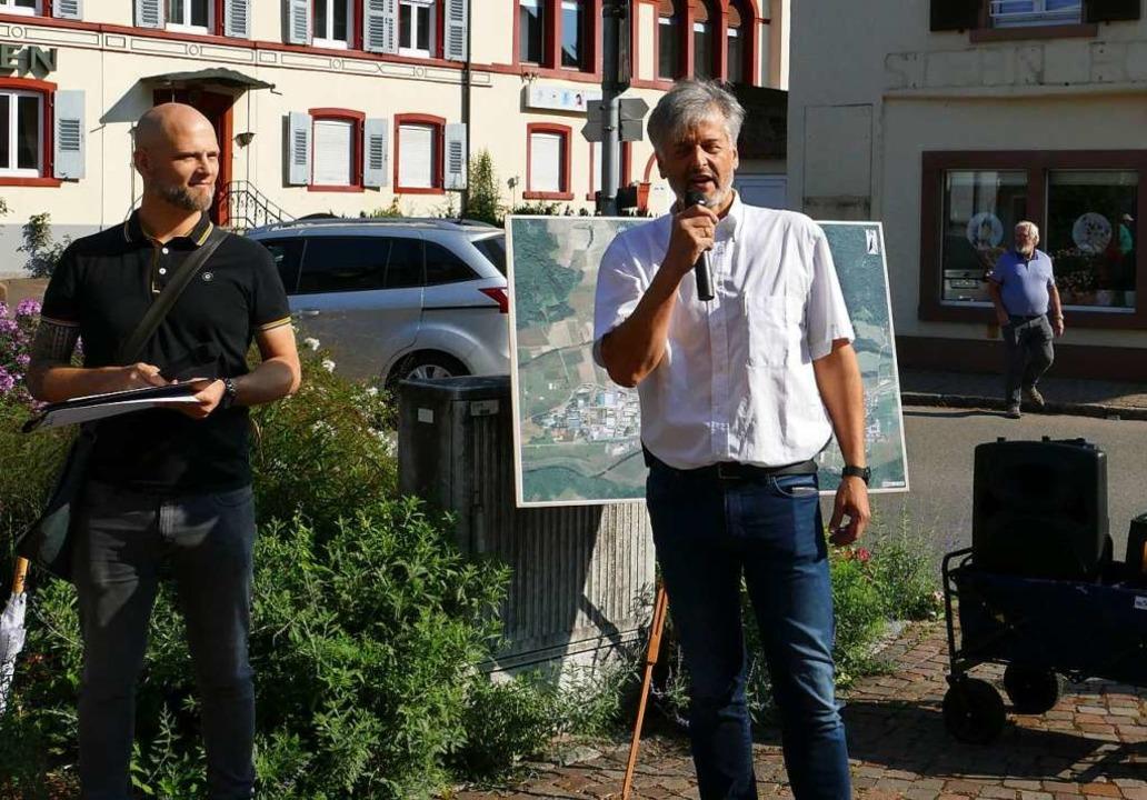 Stefan Färber von der Stadtbau Lörrach und Bürgermeister Gunther Braun.  | Foto: Martina David-Wenk