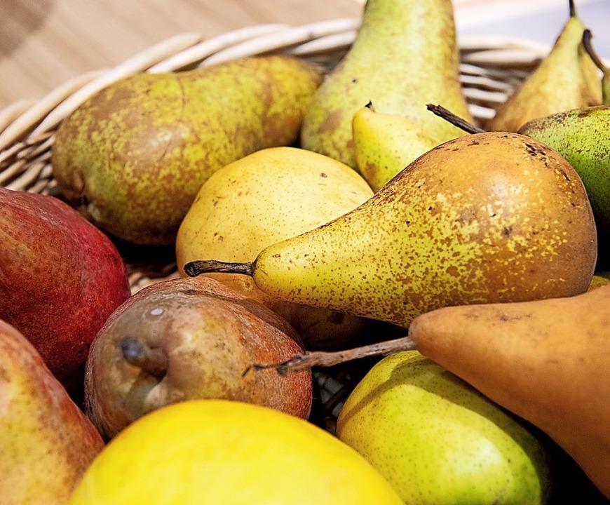 Appetit auf Birnen: Manche mögen sie knackig, andere weich.  | Foto: Catherine Waibel (dpa)