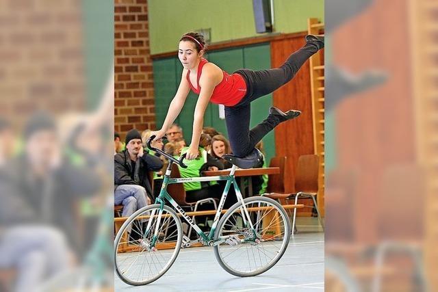 Fahrrad fahren trifft auf Turnen