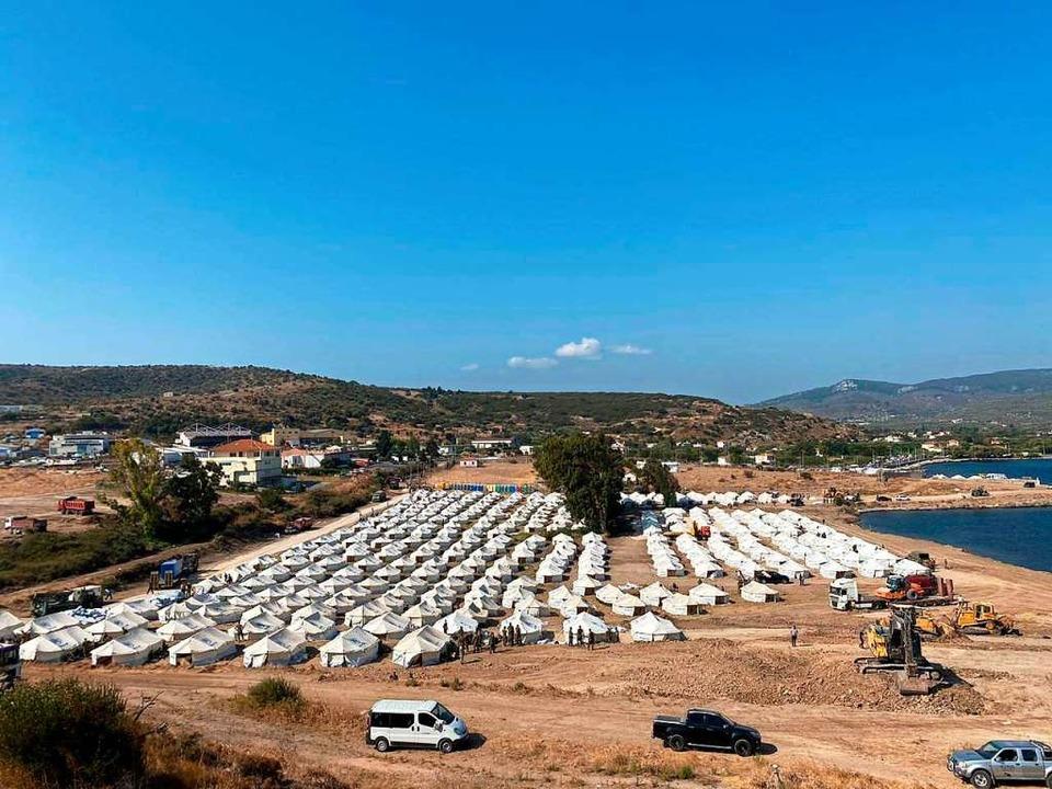 Auf einem ehemaligen Armeegelände auf ...unft in Form eines Zeltlagers  gebaut.  | Foto: Gerd Hoehler