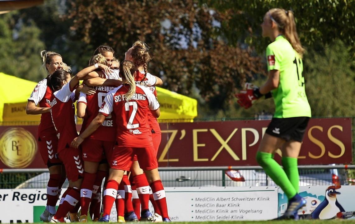 Beim Derby in Sand durften nur die Spielerinnen des SC Freiburg jubeln.   | Foto: Peter Aukthun-Goermer