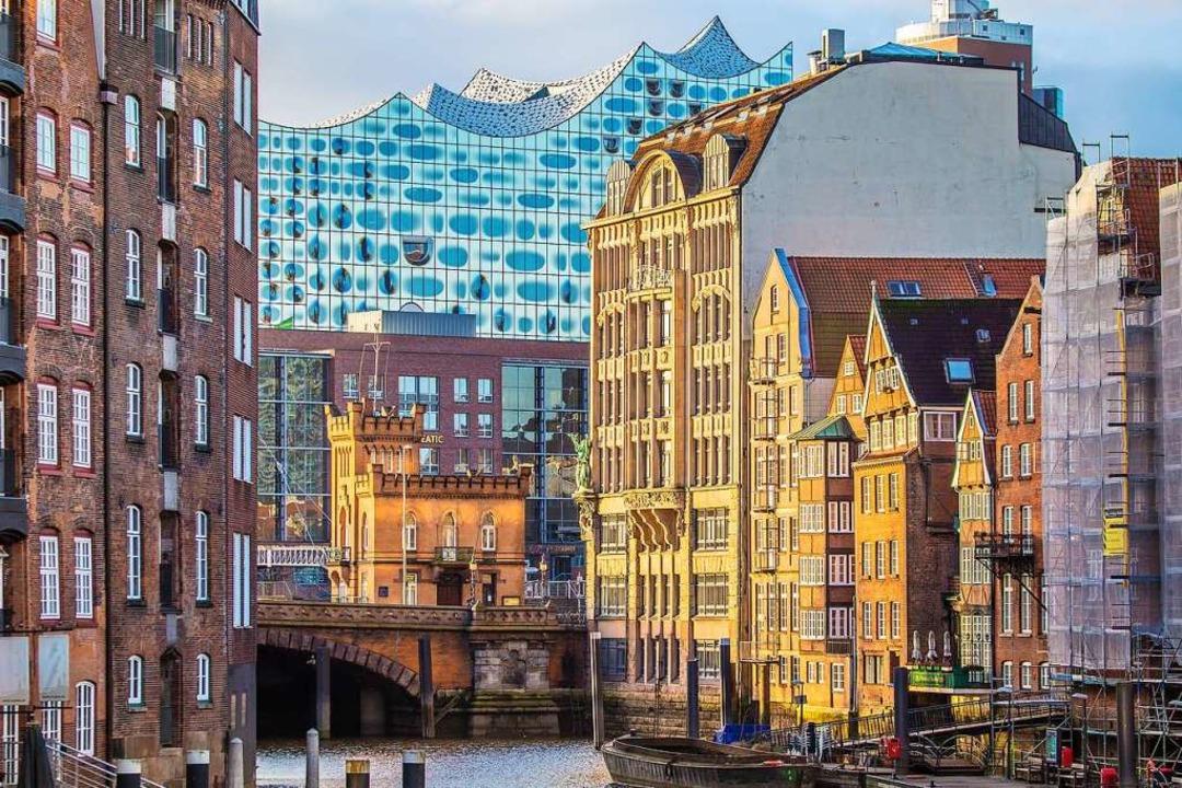 Architektonischer und musikalischer Hö...monie überragt Hamburgs Speicherstadt.    Foto: powell83 (stock.adobe.com)