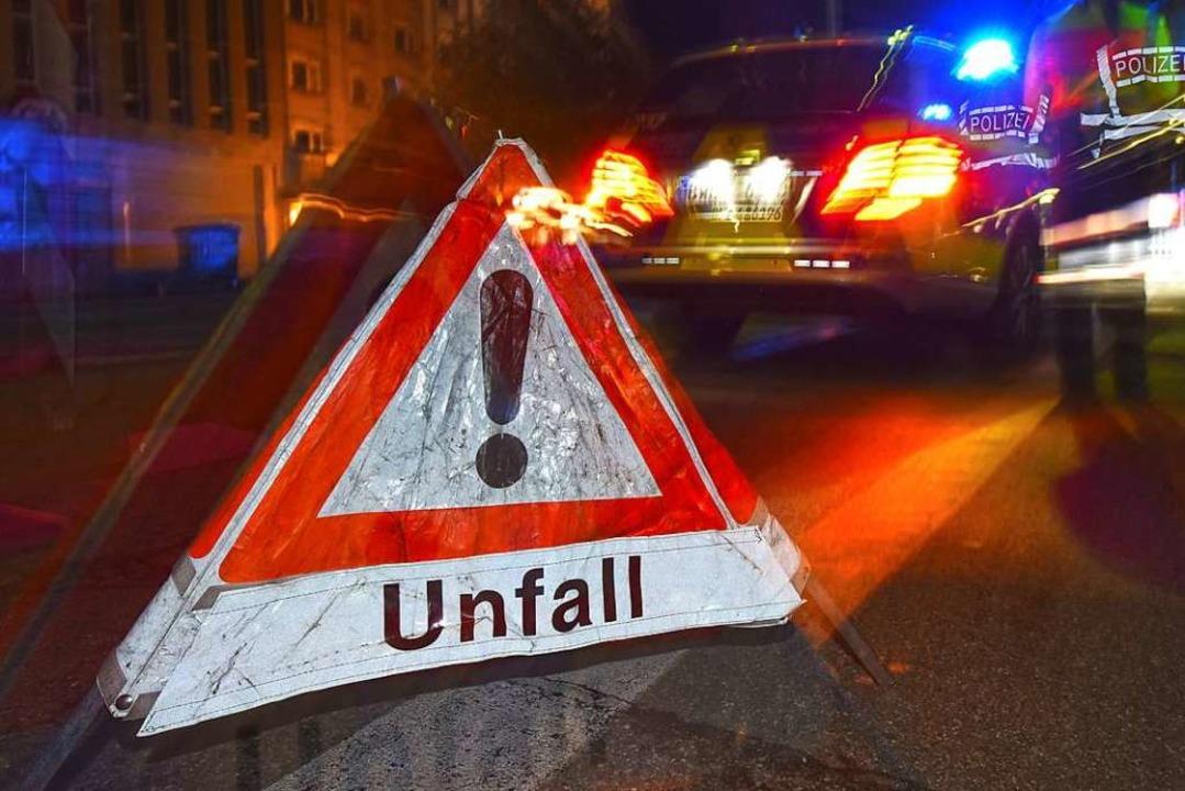 Zwei Männer sind  bei einem schweren V...fährlich verletzt worden (Symbolfoto).  | Foto: Patrick Seeger