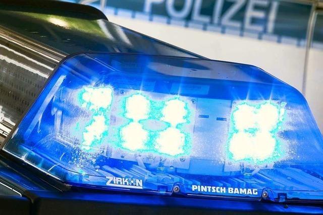 Auto überschlägt sich zwischen Gundelfingen und Vörstetten