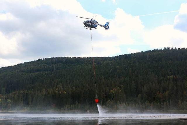 Video: Löschhubschrauber sollen Waldbrände im Schwarzwald bekämpfen