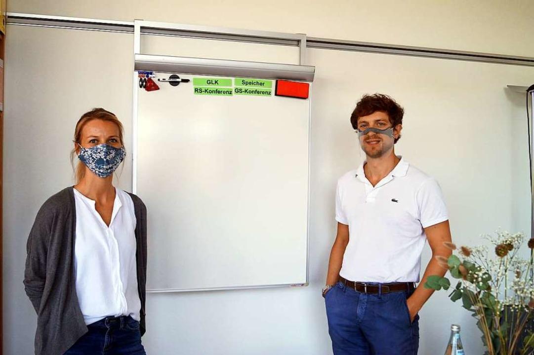 Zwei Pädagogen, zwei Schutzvarianten: Isabell Lindemann und Simon Schlegel  | Foto: Silke Hartenstein