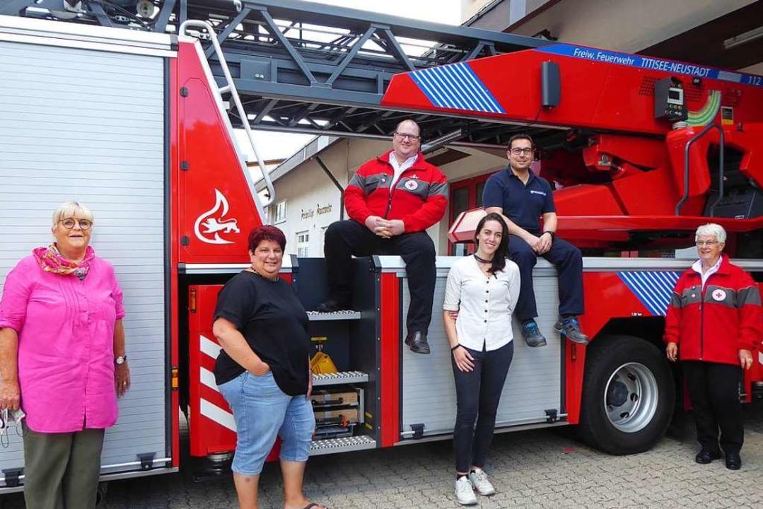 Stellvertretend für die  Helfer (von l..., Andreas Reiner und   Barbara Müller.  | Foto: Peter Stellmach