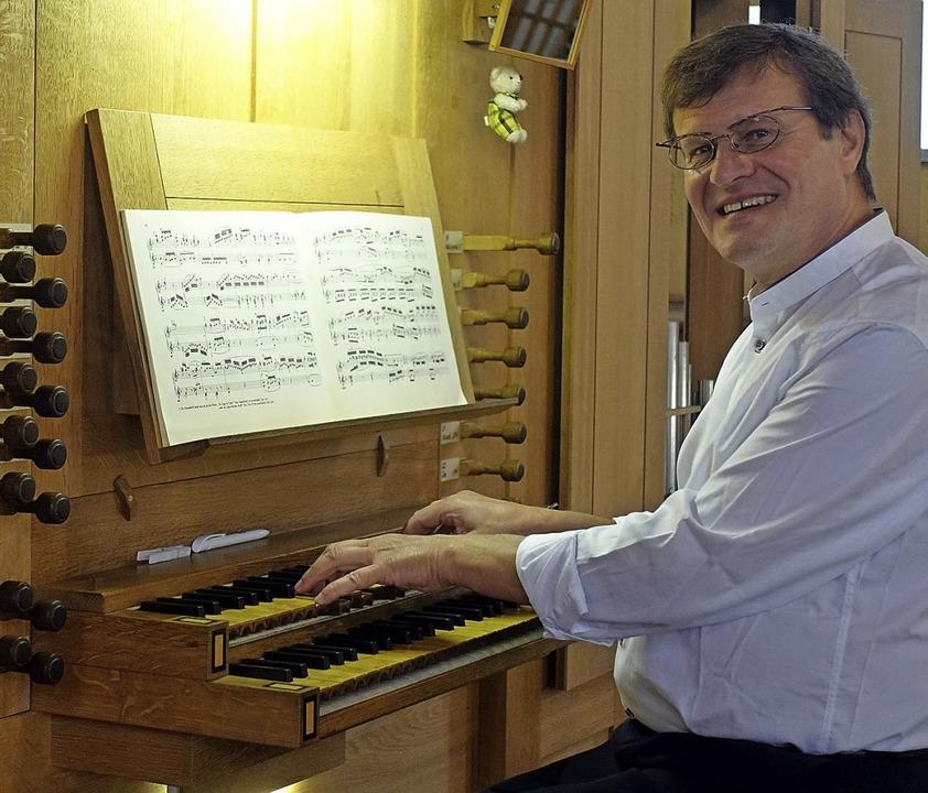 Herbert Deininger spielte an der Rohlf-Orgel.   | Foto: Roswitha Frey