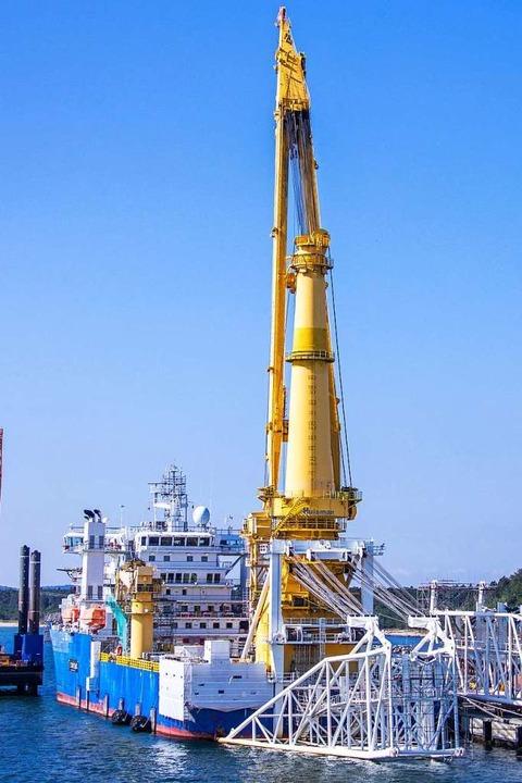Das russische Verlegeschiff Akademik T...r die Pipeline Nord Stream 2 verlegen.    Foto: Jens Büttner (dpa)