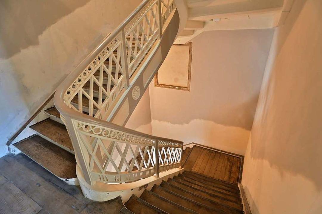 Das kunstvolle Treppengeländer wurde erhalten.    Foto: Christoph Breithaupt
