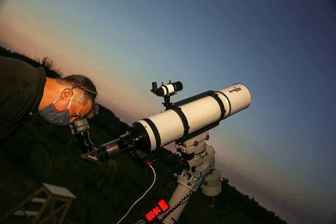 Die Besucher hatten die Möglichkeit, durch hochauflösende Teleskope zu schauen.  | Foto: Sandra Decoux-Kone