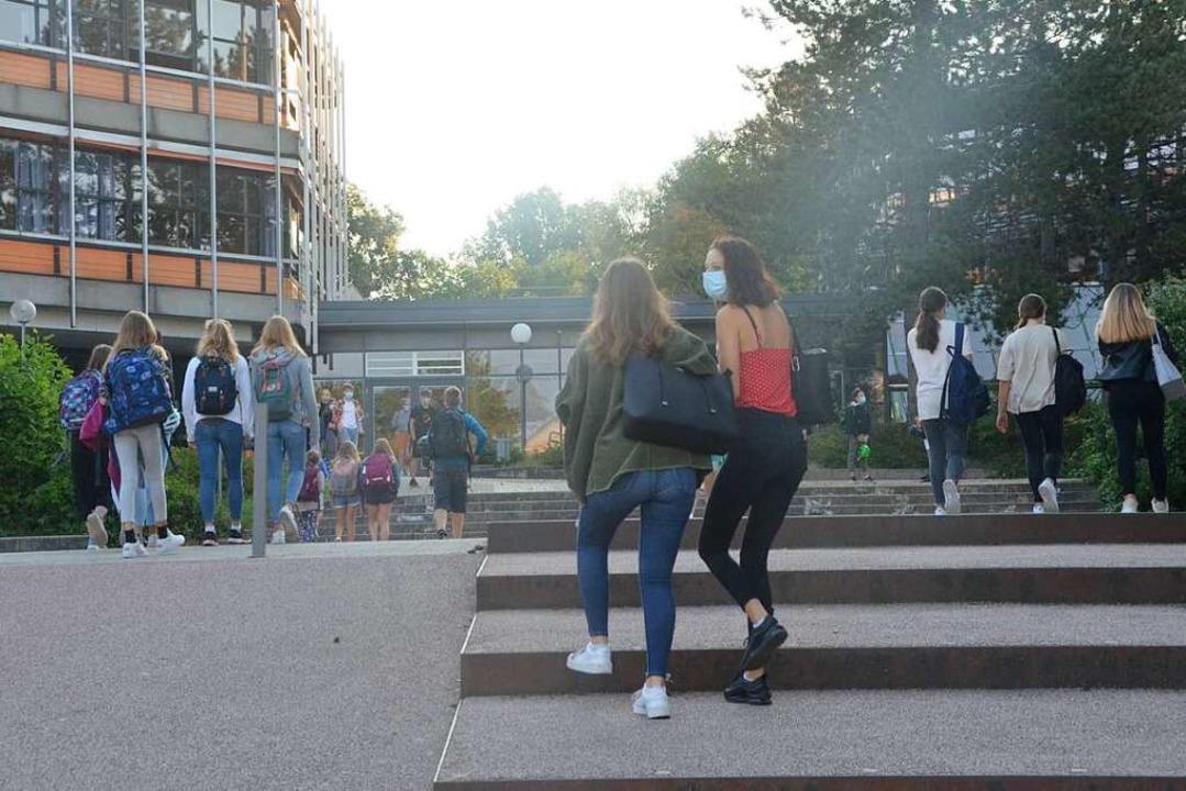 In Gundelfingen kehren die Schüler wieder zurück ins Gymnasium.  | Foto: Sebastian Krüger