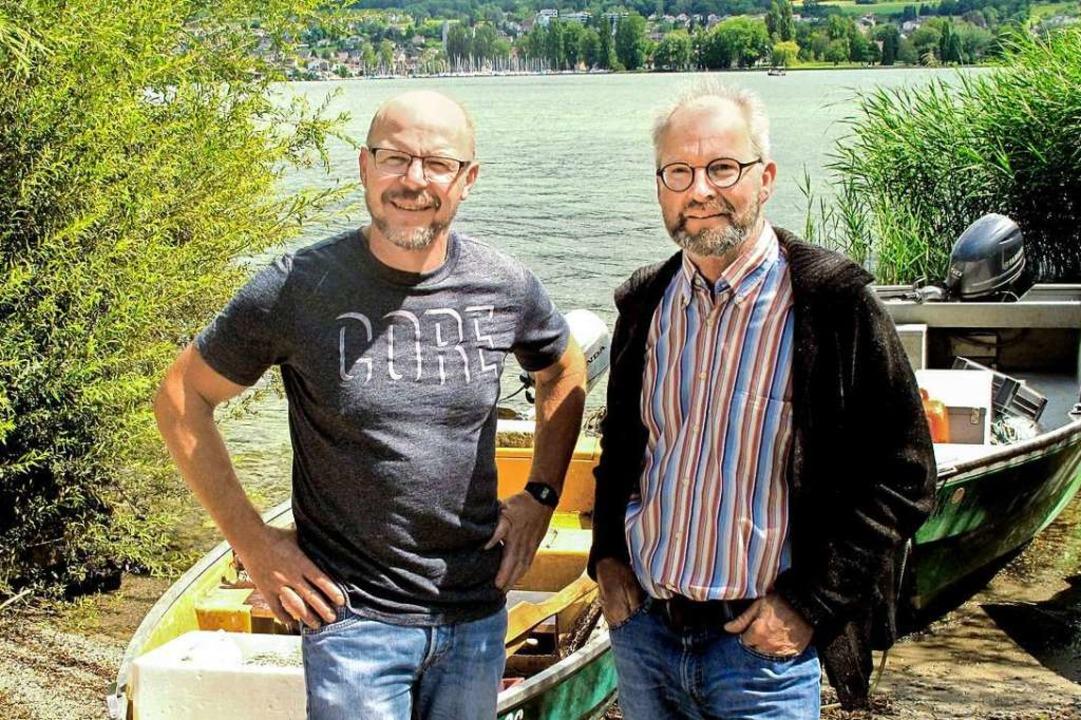 Wilhelm Böhler (links) und Stefan Rieb...s Bodenseewasser wird ihnen zu sauber.  | Foto: Manfred Kriener