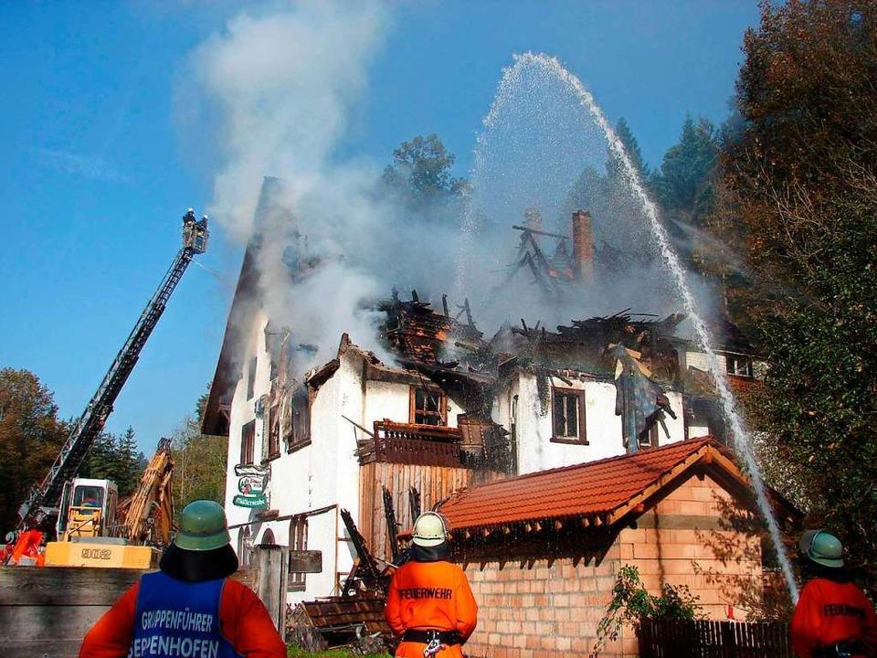 Beim Brand des Gasthauses Schattenmühl...ks gute Dienste bei den Löscharbeiten.  | Foto: Christa Maier