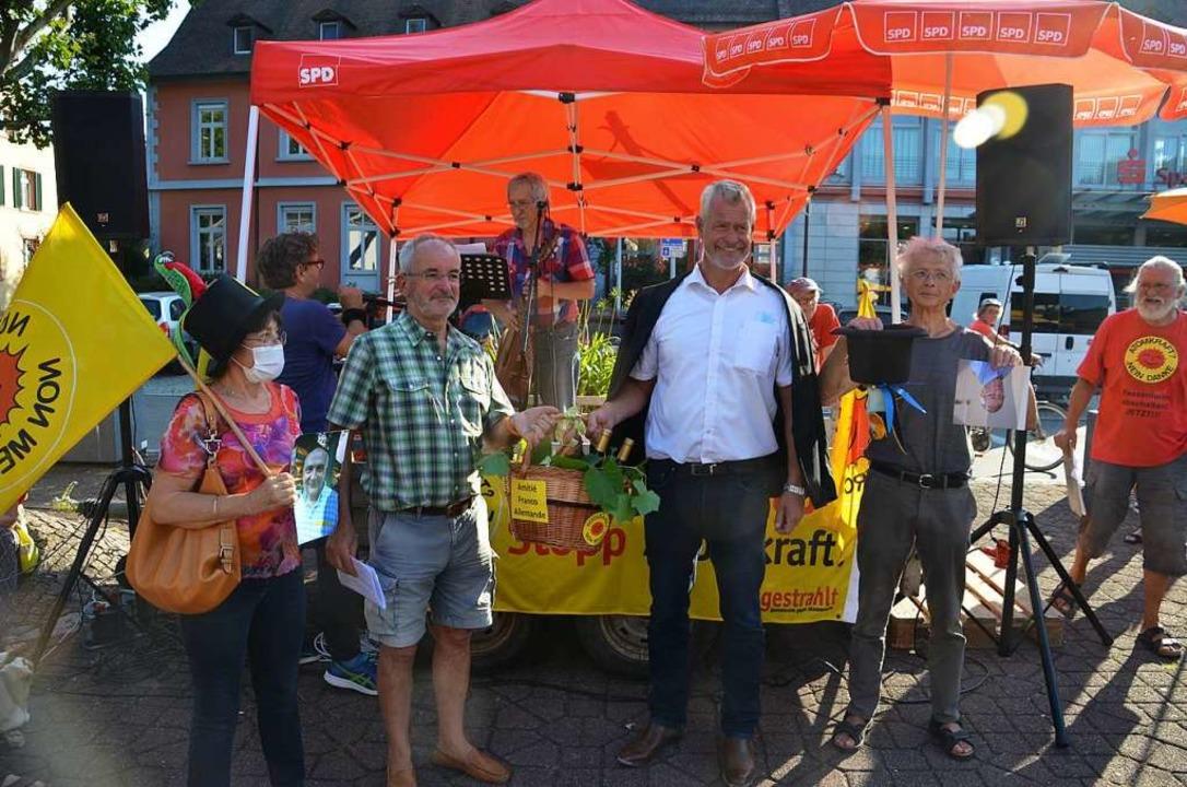 Auf dem Neutorplatz in Breisach kritis...dF für ein Technocentre in Fessenheim.  | Foto: Hans-Jochen Voigt