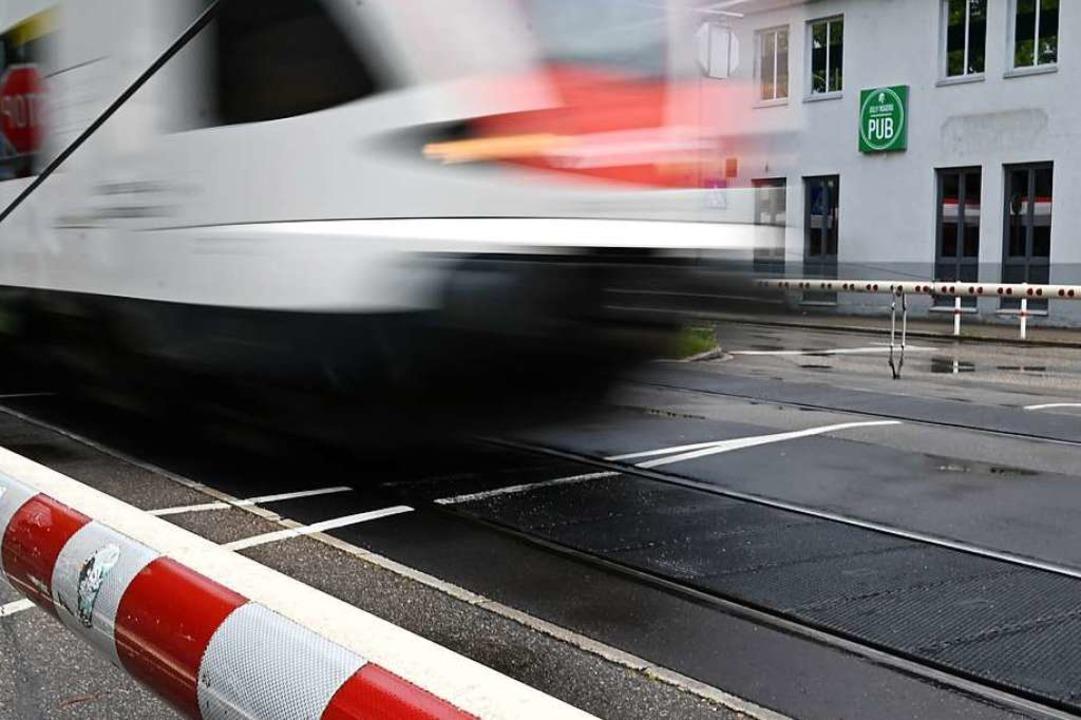 Der Unfall ereignete sich an einer halbseitigen Bahnschranke (Symbolbild).  | Foto: Jonas Hirt