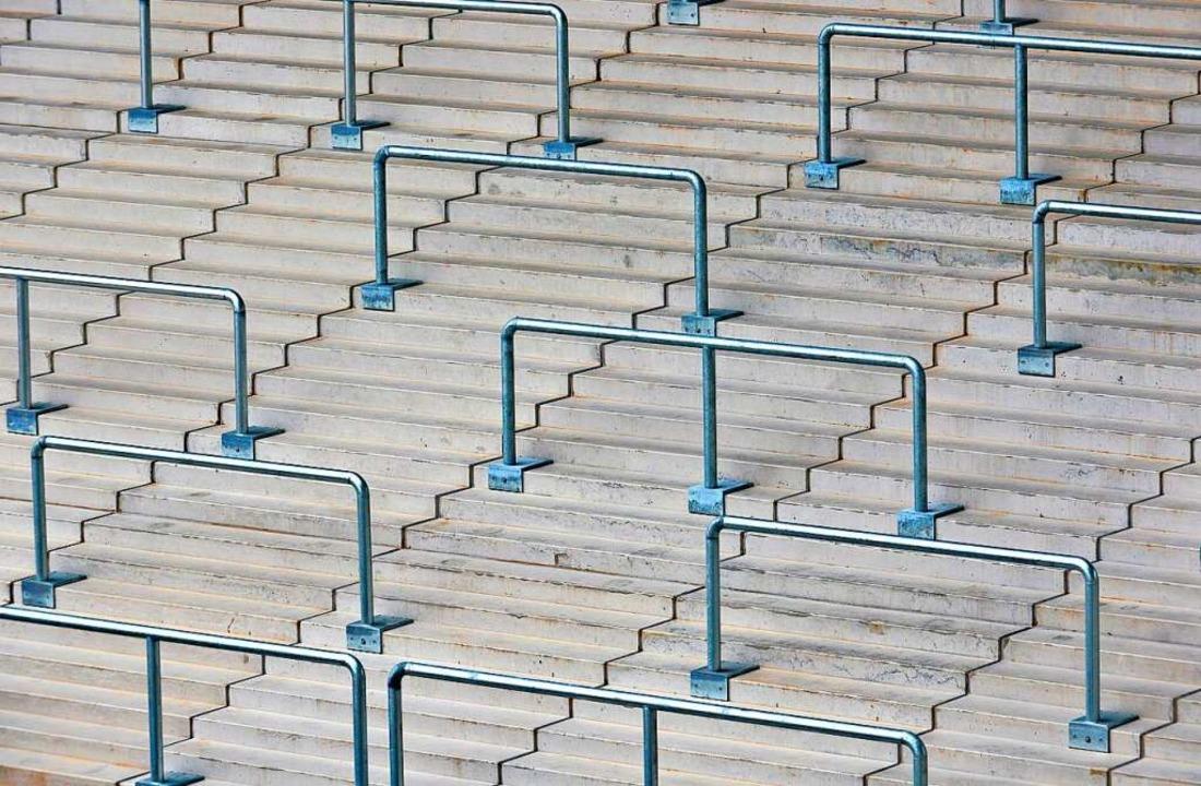 Am Sonntagmittag sollen die Ränge im neuen Stadion leer bleiben.  | Foto: Michael Bamberger