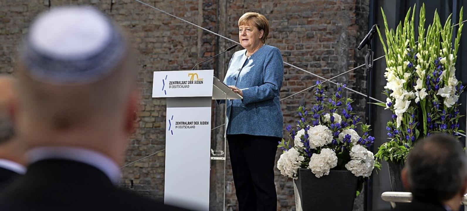 Angela Merkel beim Festakt des Zentralrats der Juden  | Foto: Bernd von Jutrczenka (dpa)