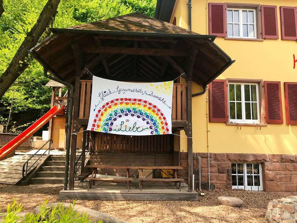 Hoffnungsvolles Zeichen in Corona-Zeiten in Dörlinbach.    Foto: Andrea Schwörer