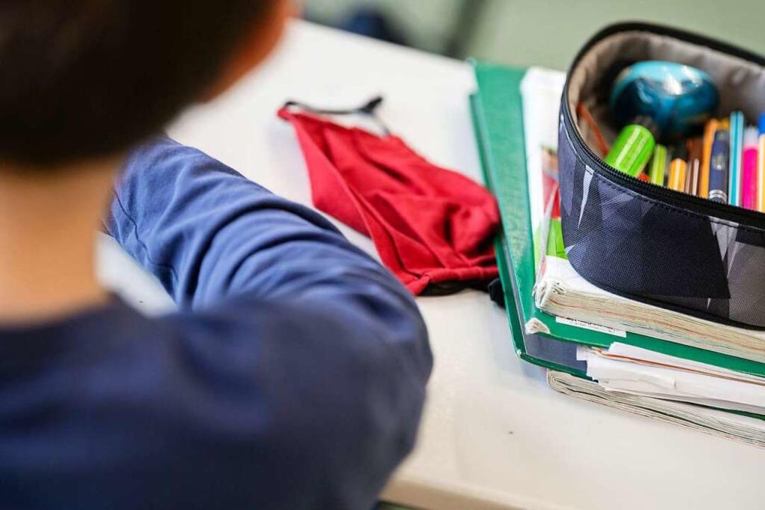 Eine Pflicht, im Schulunterricht eine ...ken zu tragen, gibt es zur Zeit nicht.  | Foto: Marijan Murat (dpa)