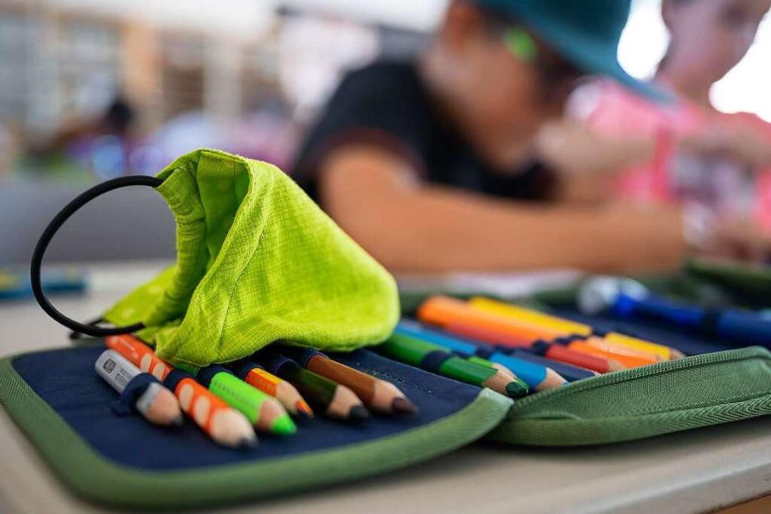 Geht es nach Lehrerverbänden in Baden-...stattung der Schülerinnen und Schüler.  | Foto: Sebastian Gollnow (dpa)