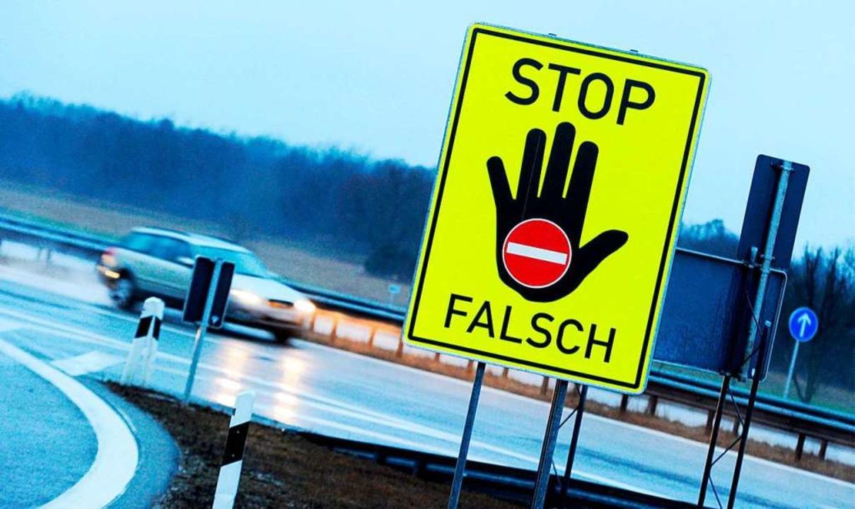 Die Polizei hat auf der Autobahn A5 ei...n Geisterfahrer gestellt (Symbolbild).  | Foto: Tobias Hase (dpa)