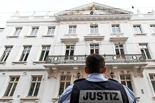 Gruppe soll 35-Jährigen in Freiburg 40 Minuten lang malträtiert haben