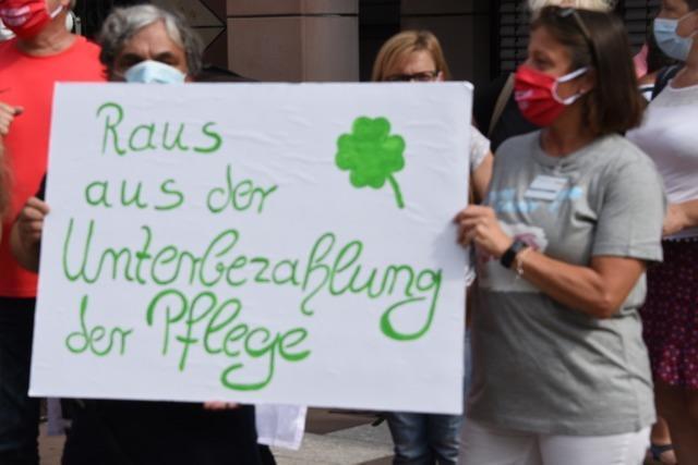 Mehr Lohn statt Applaus – Verdi demonstriert vor dem Landratsamt