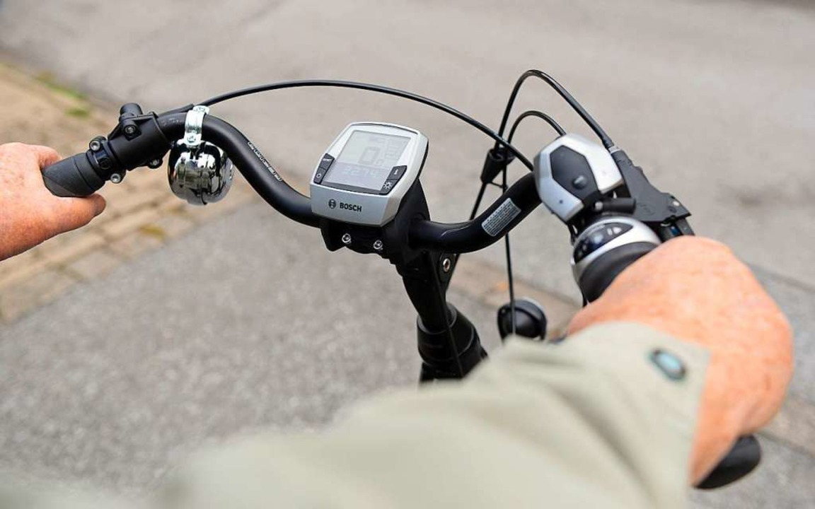 Der Mann wir mit dem E-Bike in der Eduard-Kaiser-Straße unterwegs (Symbolbild).  | Foto: Caroline Seidel (dpa)