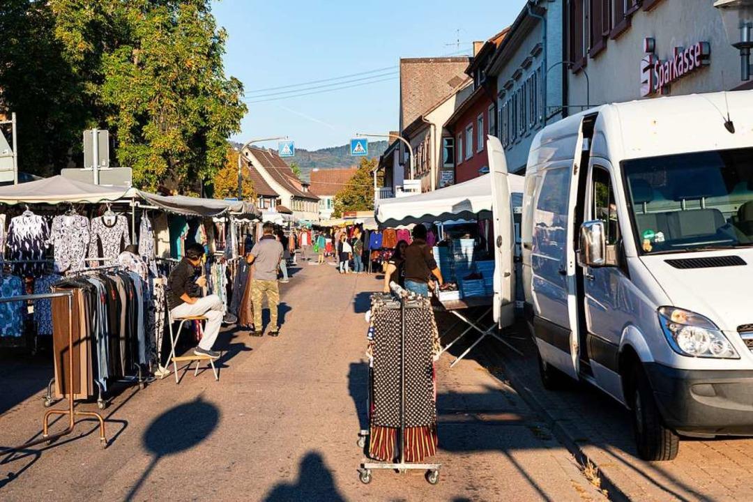 Am frühen Vormittag gab es auf dem Markt noch viel Platz.    Foto: Hubert Gemmert