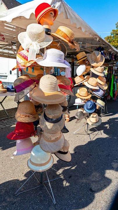 Passend zum Wetter: Stroh- und andere leichte Hüte    Foto: Hubert Gemmert