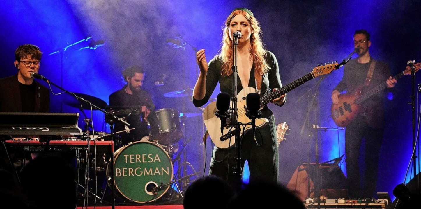 Die Gitarristin und Sängerin Teresa Be...festival in den Bad Säckinger Kursaal.  | Foto: Verstalter/zVg