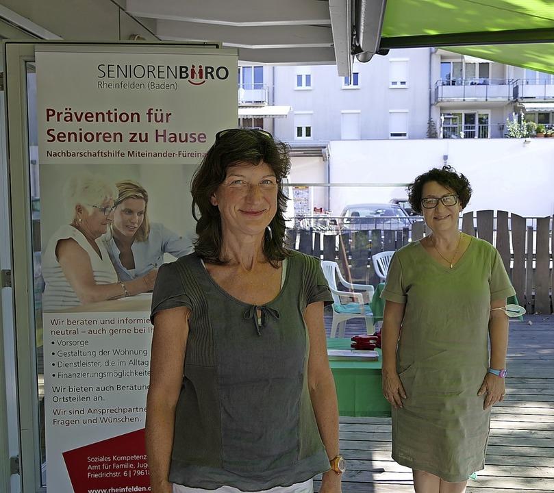 Die Mitarbeiterinnen des Seniorenbüros...n links): Elke Keser und Renata Goman   | Foto: Anna Uhlmann